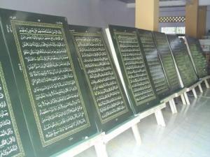 http://mnetkita.files.wordpress.com/2009/01/al-quran1.jpg?w=300&h=224